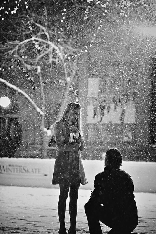 guy proposing to girlfriend in the snow