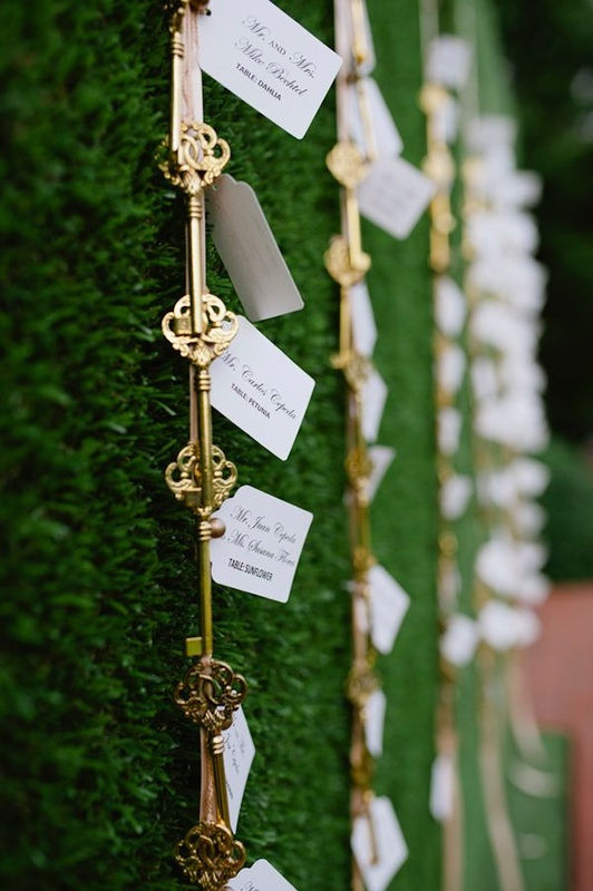 hedges with gold key escort cards