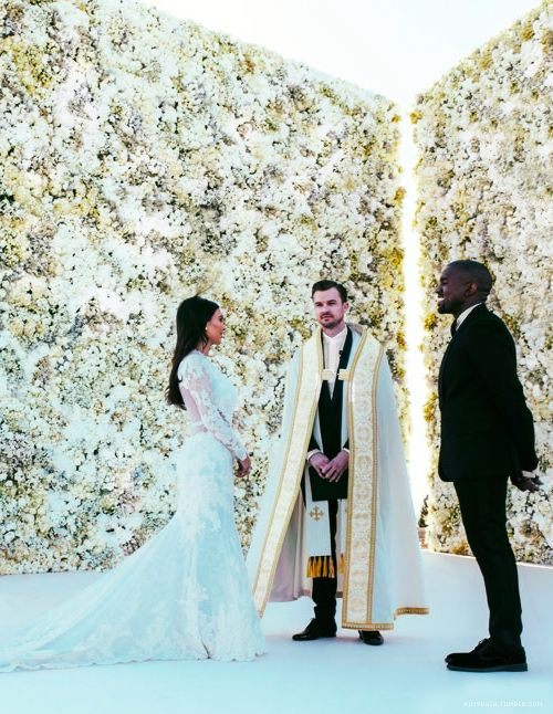 kim kardashian and kanye west wedding: kim kardashian wedding flowers