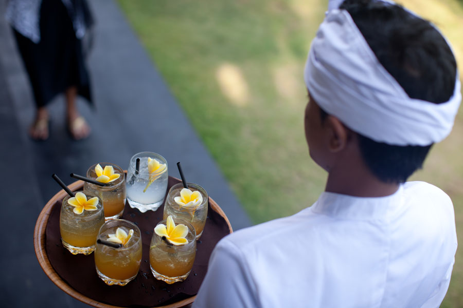 wedding cocktails with island flowers