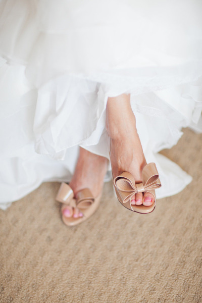 tan Valentino bow shoes