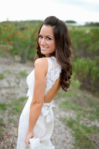 bride's back with lace wedding dress