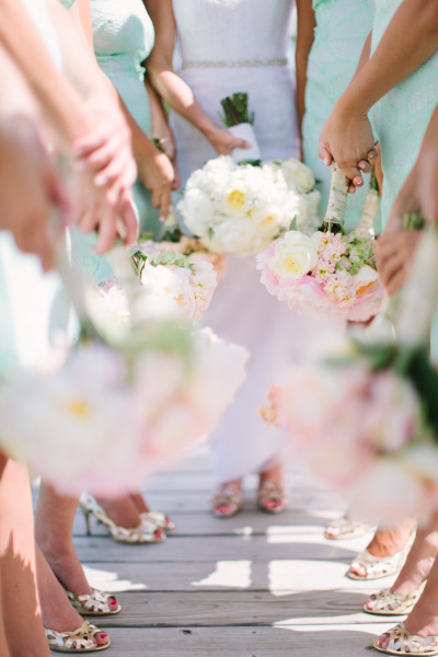 bridesmaids gold pumps and holding white and pink bouquets