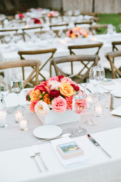 coral and red low wedding flowers