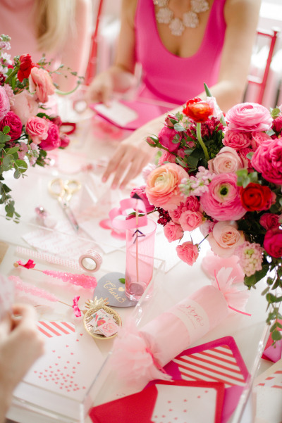 CRAFTY VALENTINE\'S DAY BRIDAL PARTY | It Girl Weddings