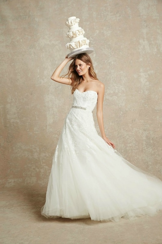 Monique Lhuillier strapless wedding dress with beaded belt