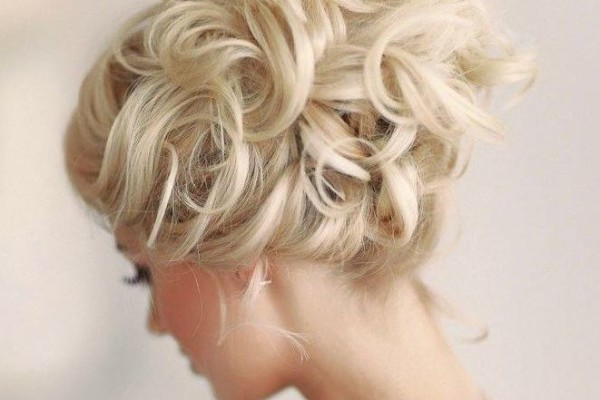 WEDDING HAIRSTYLE: THE UP-DO
