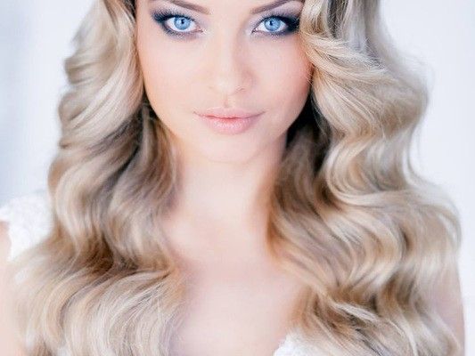 WEDDING HAIRSTYLE: DOWN IN CURLS