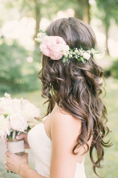 bride hairstyle down in curls with floral halo