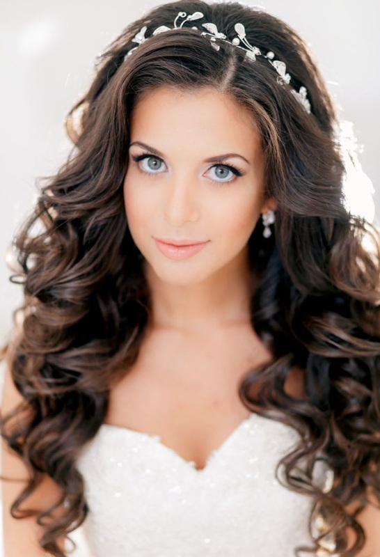 Wedding hairstyle down in curls it girl weddings down in curls wedding hairstyle junglespirit