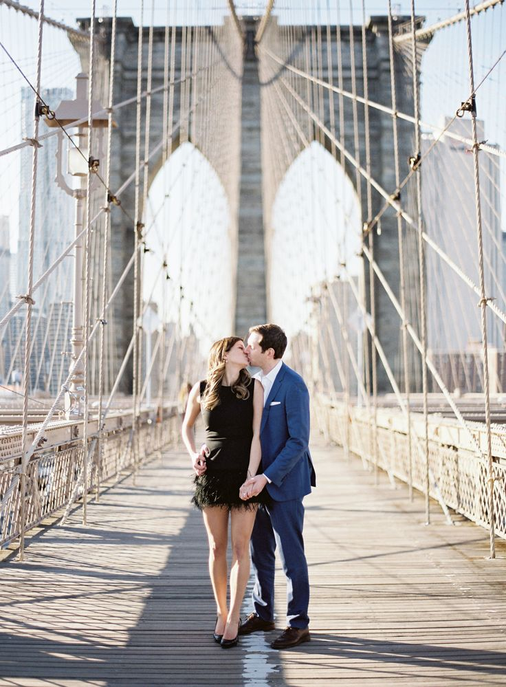 engagement photo ideas: couple kissing on the Brooklyn bridge