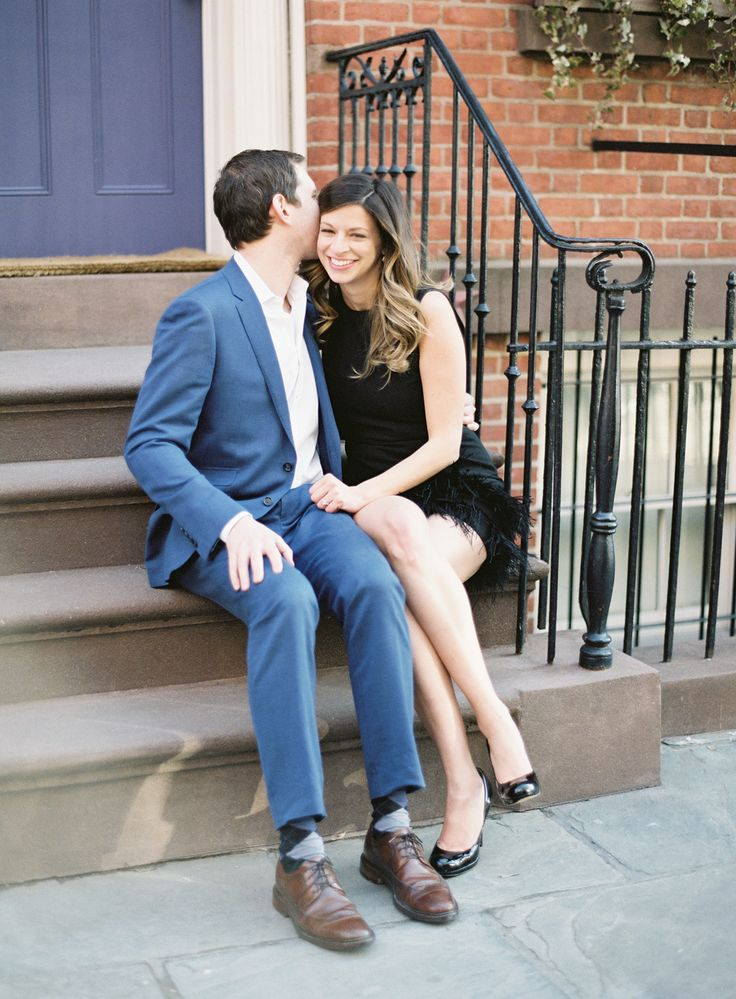 couple kissing on the steps of a brownstone