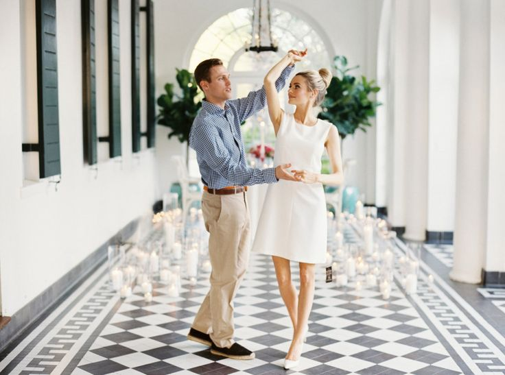 couple dancing in Southern plantation