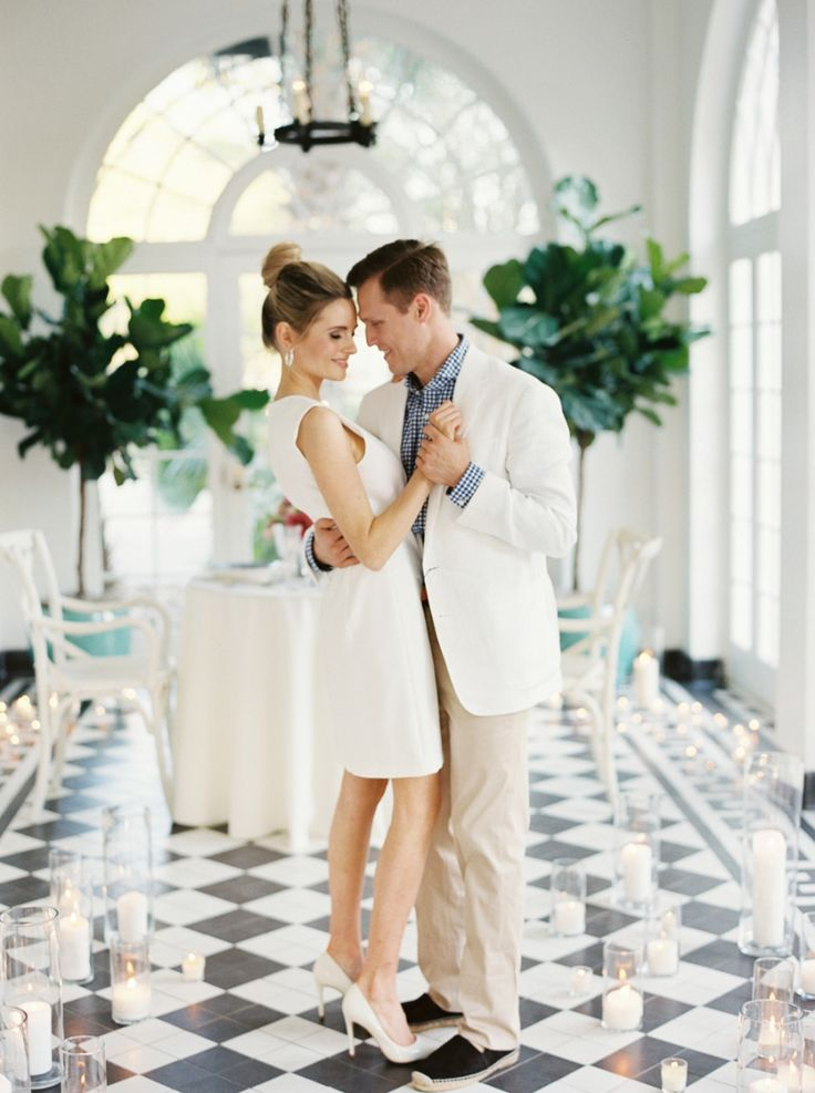 couple dancing to at a southern estate