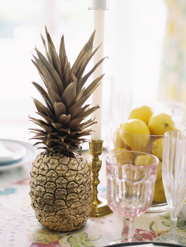 gold pineapples table decor