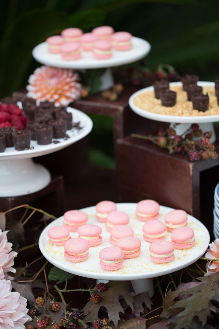 wedding macaroon table