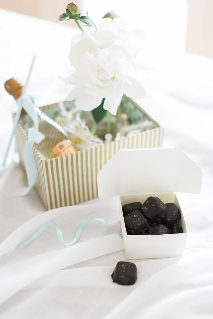 DIY gift boxes for bridesmaids and wedding guests