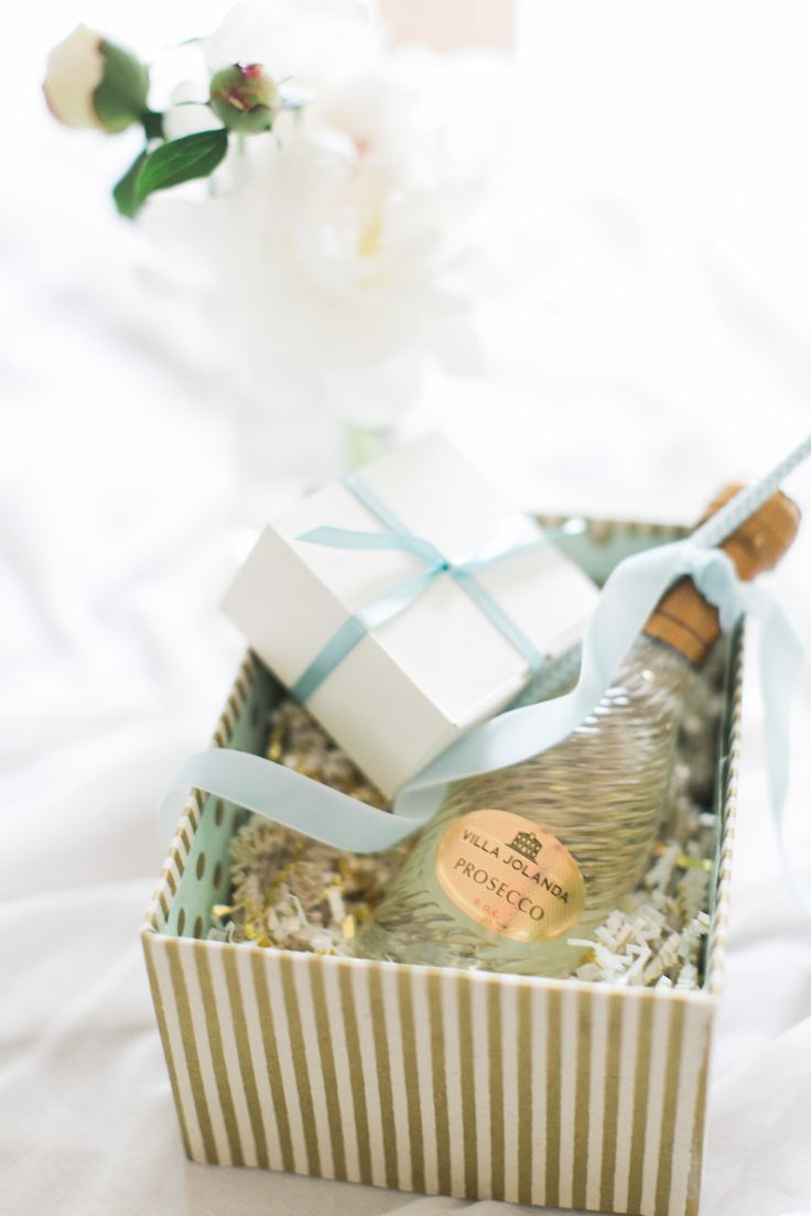 DIY gift box for bridesmaids with champagne and chocolates