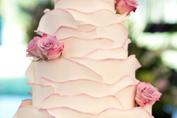 WEDDING CAKE TIPS ON TIERS