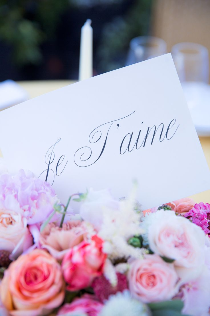 French sign in wedding florals