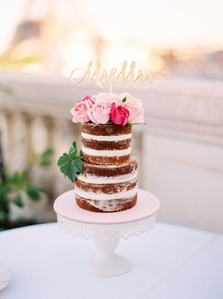 perfect small wedding cake with modern gold sign
