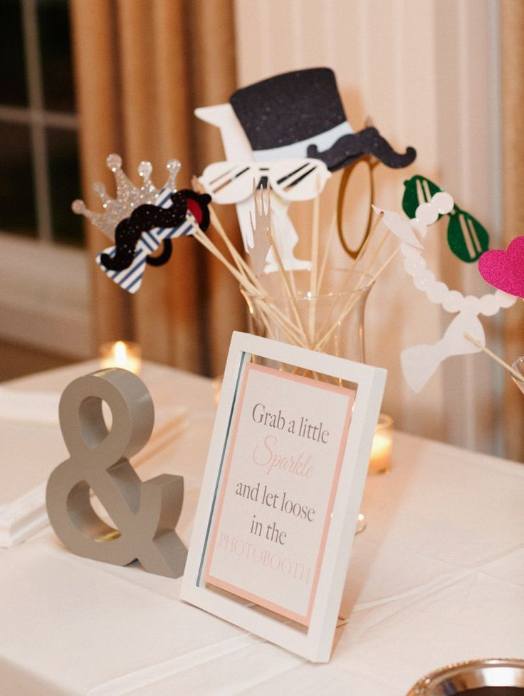 Pros Cons Of Wedding Photo Booths It Girl Weddings