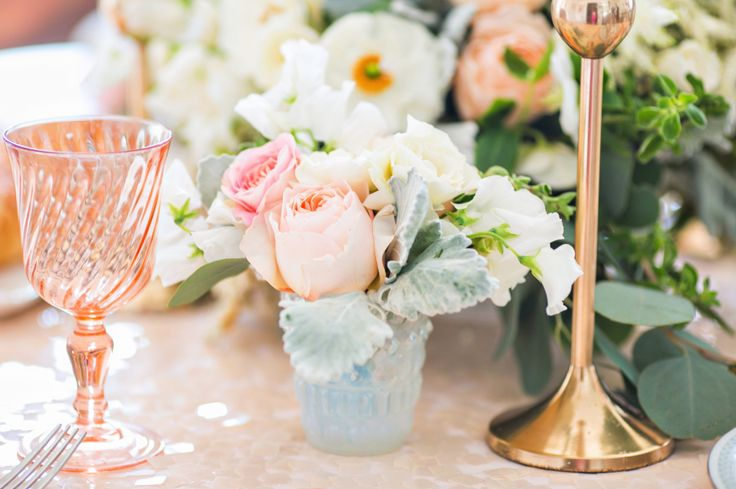 gold linens peach flowers