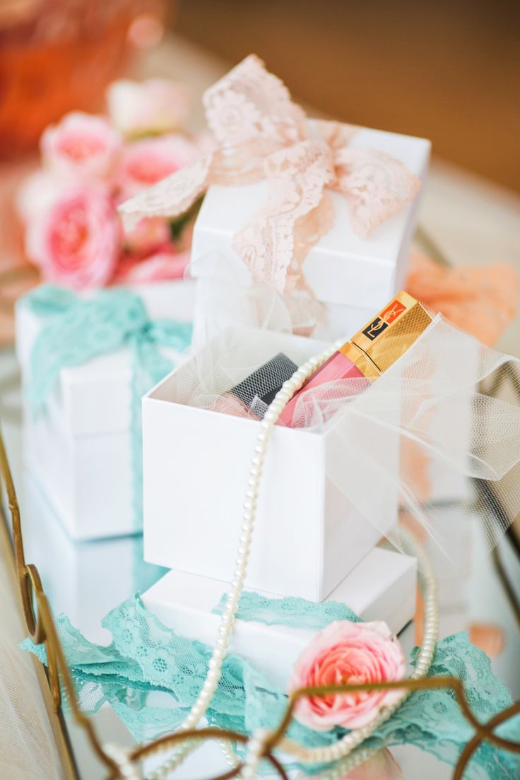 gifts to give your bridesmaids