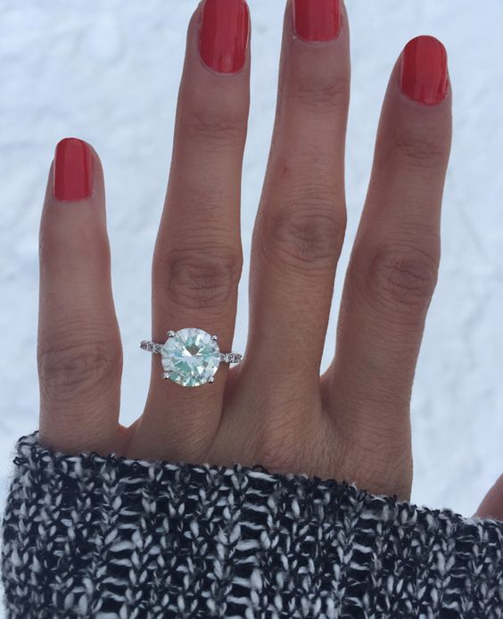 gorgeous-solitaire-round-diamond-engagement-ring-ring-selfie
