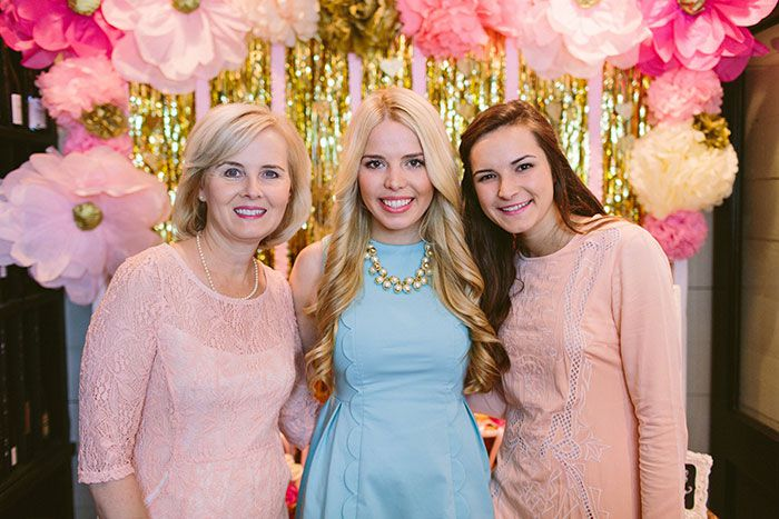 bridal-shower-custom-backdrop-wall-with-tensil