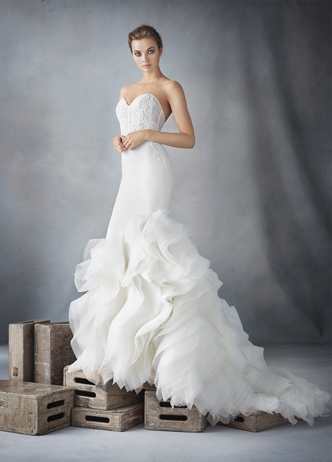 lazaro-bridal-crepe-trumpet-organza-textured-strapless-sweetheart-corseted-chantilly-lace-natural-chapel-3610_zm