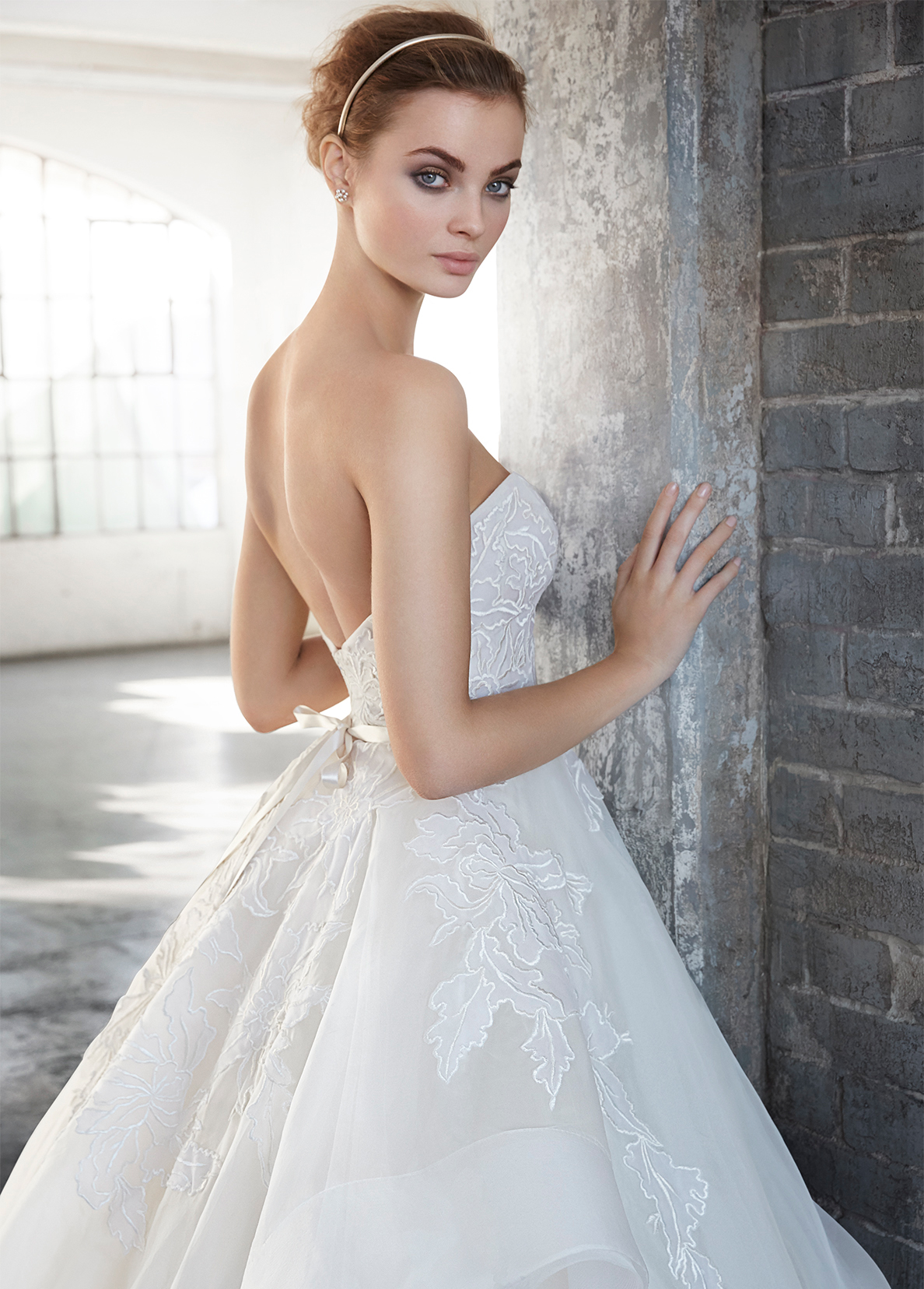 lazaro-bridal-silk-organza-embroidered-ball-strapless-sweetheart-ribbon-natural-organza-horsehair-chapel-3601_x4