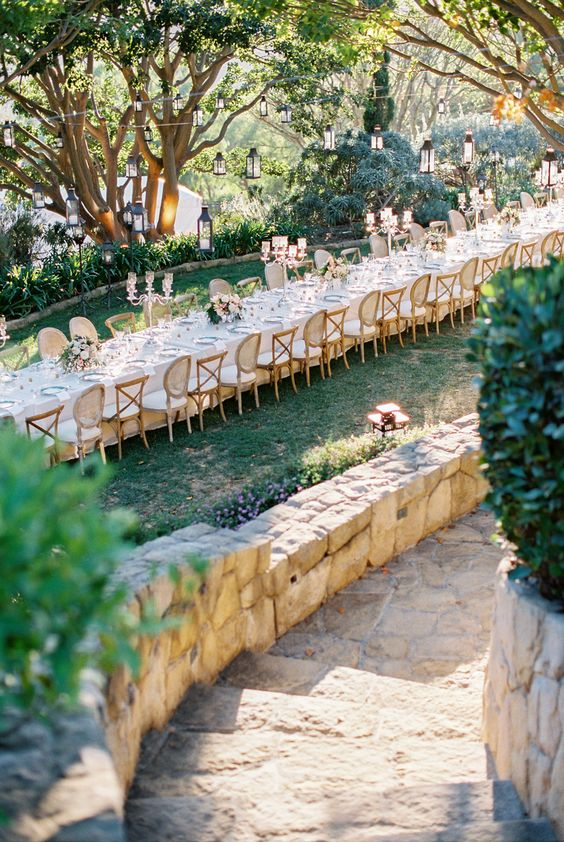 huge-outdoor-kings-table-for-a-wedding