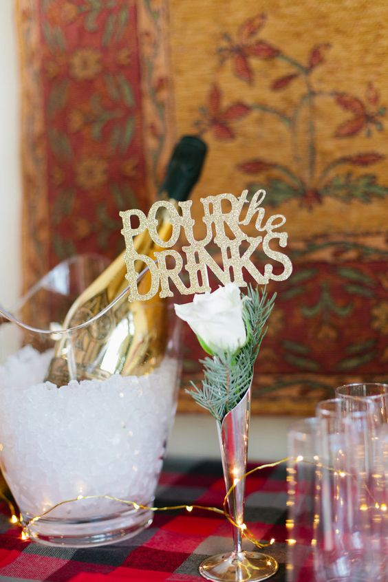 pour-the-drinks-gold-sign