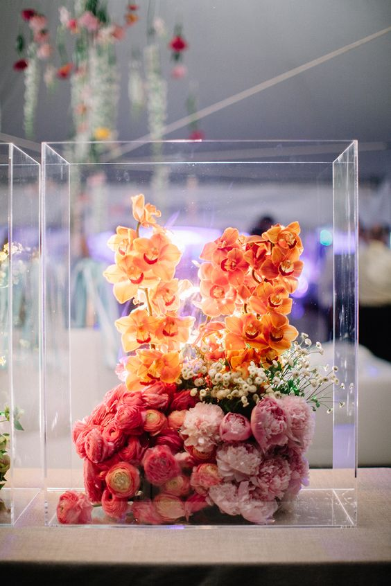 modern-ombre-wedding-flowers