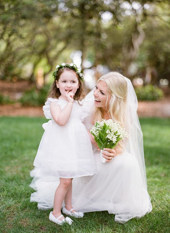 bride-holding-babys-breath-bouquet-next-to-flower-girl