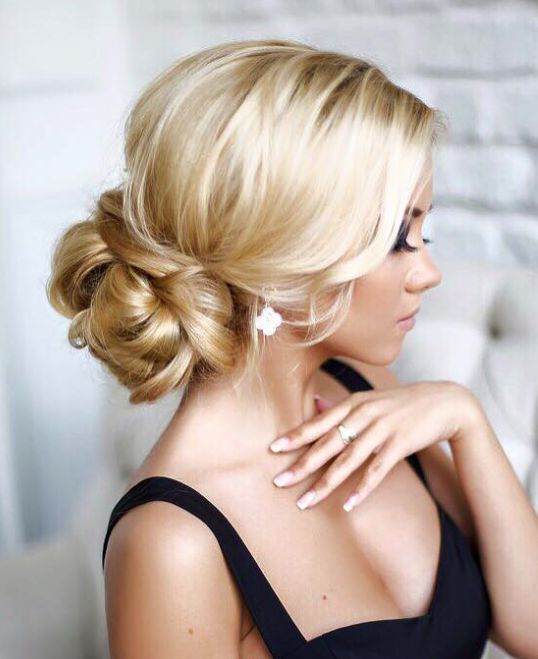 bridal-hairstyle-in-low-bun