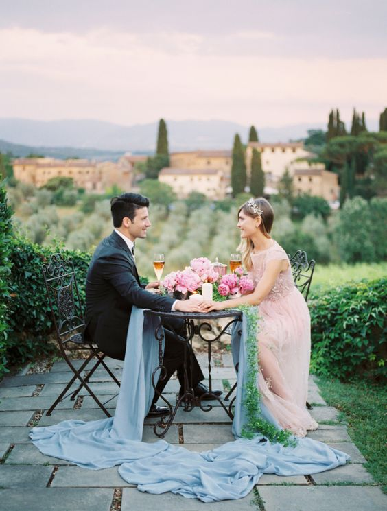 romantic-dinner-overlooking-tuscany