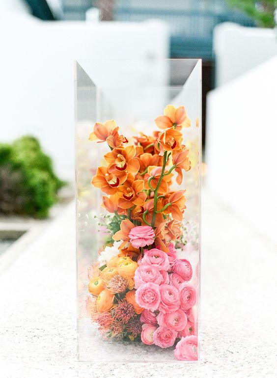 ombre-wedding-flowers-in-clear-glass-box