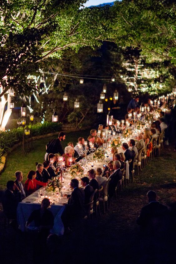 outdoor-wedding-kings-tables-with-hanging-lanterns