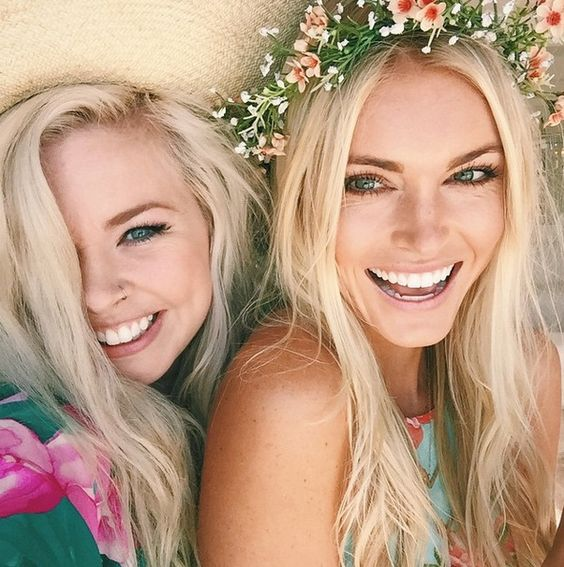 girls-in-sun-hats-and-flower-crowns