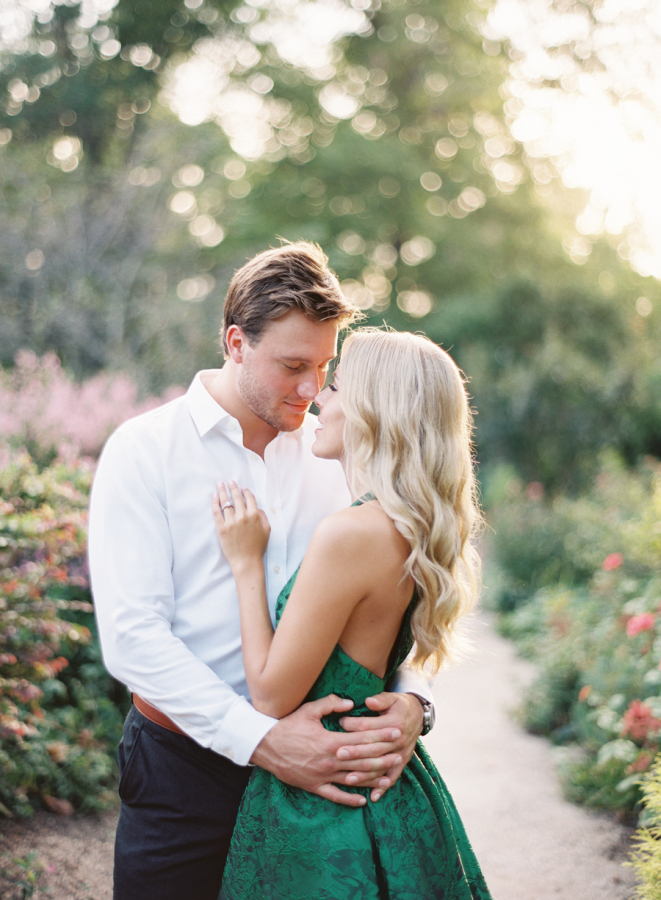 groom-holding-bride-in-arms-engagement-pose http://itgirlweddings.com/plantation-engagement-session/