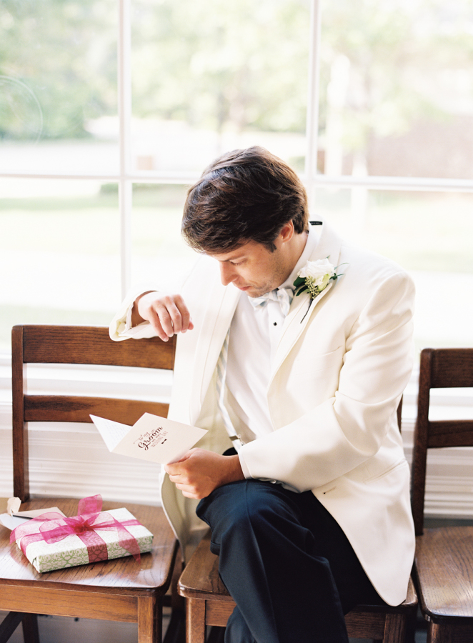 grrom-reading-note-from-bride-before-wedding http://itgirlweddings.com/southern-white-tie-wedding/