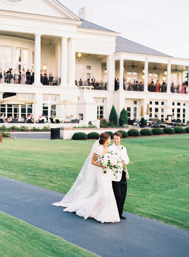 white-tie-southern-plantation-wedding http://itgirlweddings.com/southern-white-tie-wedding/