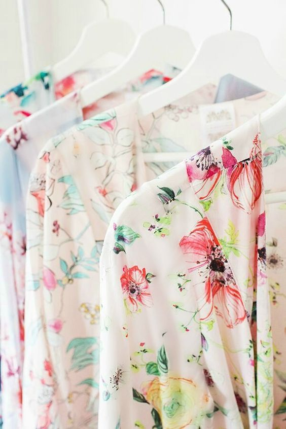 hanging-bridesmaids-floral-robes