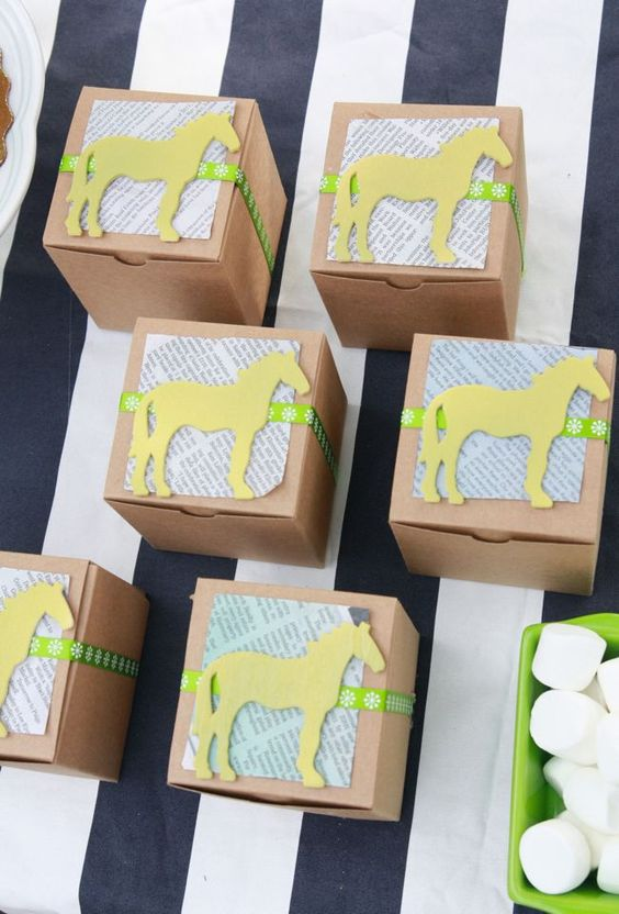kentucky-derby-party-favor-boxes http://itgirlweddings.com/how-to-host-a-kentucky-derby-bridal-shower/