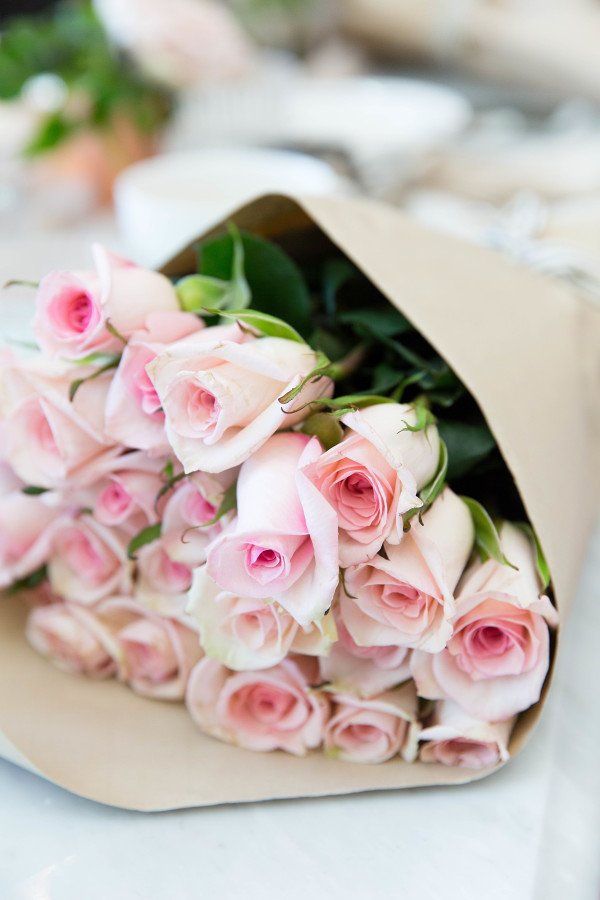 light-pink-roses http://itgirlweddings.com/tips-for-creating-a-photo-worthy-bridal-shower/