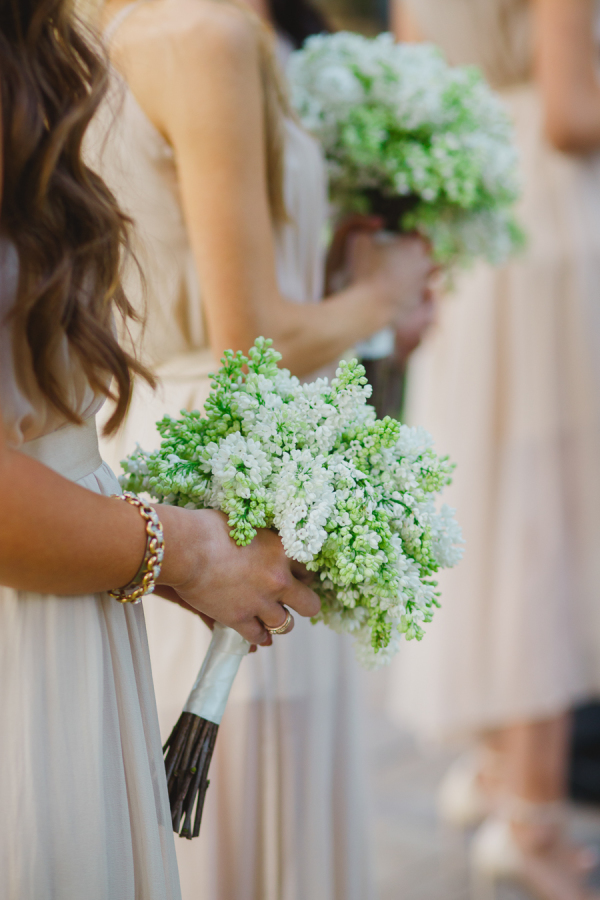 white-green-bridesmaids-bouquet
