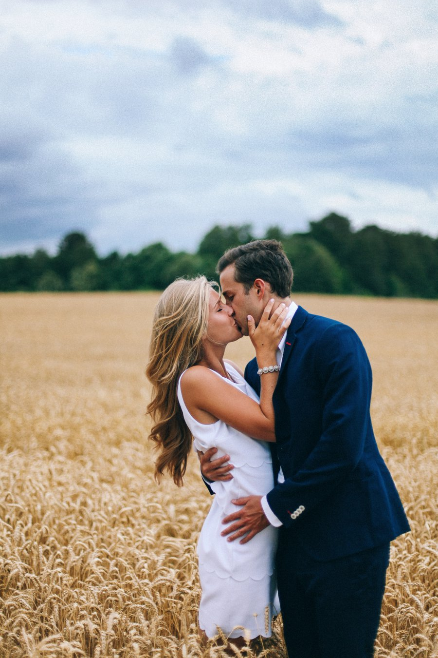 engagement-pose-kiss-in-a-field http://itgirlweddings.com/how-one-couple-nailed-their-engagement-session/