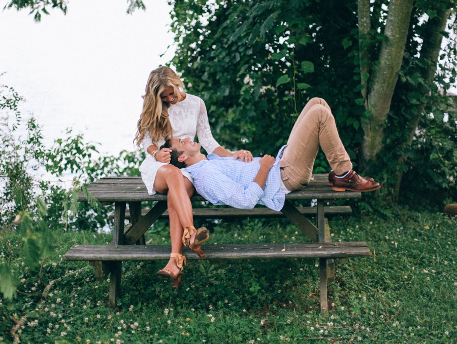 engagement-session-pose-on-park-bench http://itgirlweddings.com/how-one-couple-nailed-their-engagement-session/